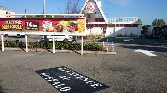 marquage-parking-toulouse-buffalo-grill-bienvenue